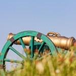 il cannone del vecchio stile su una collina — Foto Stock #47935753