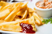 Golden French fries — Stockfoto