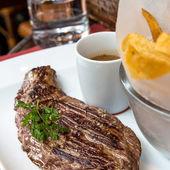 сочный стейк из говядины — Стоковое фото