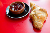 Fresh croissant — Stockfoto