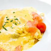 Pâtes et saumon fumé — Photo