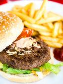 アメリカン チーズ バーガー — ストック写真