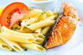 Pasta's en gerookte zalm — Stockfoto