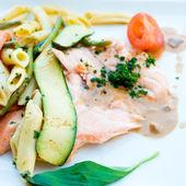 Pasta y salmón ahumado — Foto de Stock