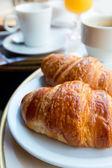 Colazione con caffè e cornetti — Foto Stock