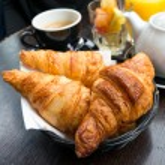 Постер, плакат: Coffee and croissants