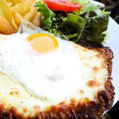 Traditionella franska rostade smörgås — Stockfoto