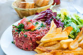 Tasty Steak tartare (Raw beef) — Stockfoto