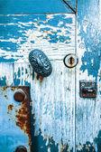 Wooden door with metal handle — Stockfoto