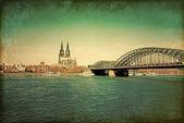 ケルン大聖堂と橋の上を表示します。, — ストック写真