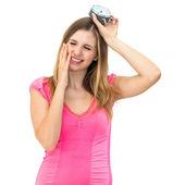 Troppo tarda, giovane bella donna tenendo un orologio — Foto Stock