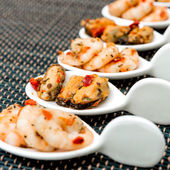 Mussel and Shrimp with white wine sauce — Stock Photo