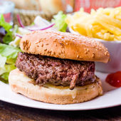 American cheese burger with fresh salad — Stock Photo