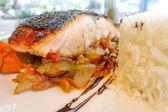 Grilovaný losos a rýže — Stock fotografie