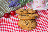 Chocolate chips cookies with a drink — Стоковое фото