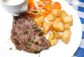 Steak beef meat with tomato and french fries — 图库照片