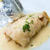 Plaat van vis en aardappelen — Stockfoto