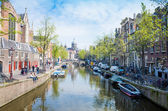Beautiful view of Amsterdam canals with bridge and typical dutch — Foto de Stock