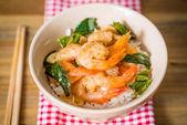 Köstliche asiatische gebratene garnelen und reis — Stockfoto
