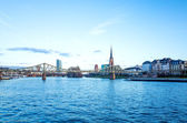 River view of The Eiserner Steg in Frankfurt — Stockfoto