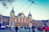 Piękny widok ulicy tradycyjnych starych budynków w amsterdamie, — Zdjęcie stockowe
