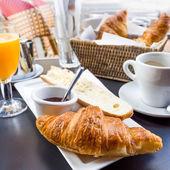 Desayuno con café y medialunas — Foto de Stock