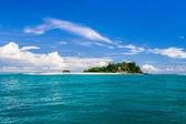 ön och sandbank — Stockfoto
