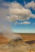 Steaming fumarole in Namafjall, between the Myvatn lake and Kra — Stock Photo