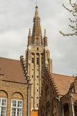 Sino da Igreja Torre de nossa senhora em brugge - Bélgica. — Fotografia Stock