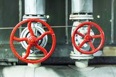 červené bezpečnostní ventily. — Stock fotografie