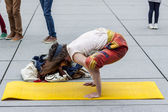 Yoga before Pompidou museum - Paris. — Foto Stock