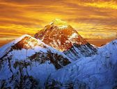 Evening colored view of Everest from Kala Patthar - Nepal — Stock Photo