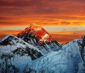 Noche color vista del everest desde kala patthar - nepal — Foto de Stock