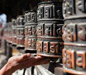 Muchas ruedas de oración y de la mano — Foto de Stock