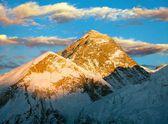 Kväll visa everest från kala patthar - vandring till everest basläger - nepal — Stockfoto