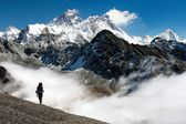 View of Everest from Gokyo with tourist on the way to Everest base camp - Nepal — Stock Photo