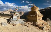 Stupas in Murgum La Pass - Zanskar trek, Ladakh, Jammu and Kashmir, India — Stock Photo