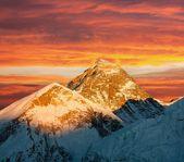 Vista di sera di everest da kala patthar - trek al campo base dell'everest - nepal — Foto Stock