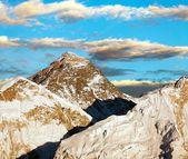 Abends blick auf everest aus kala patthar - trek zum everest base camp - nepal — Stockfoto