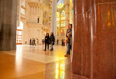 Barcelona, Sagra de Familia, Antonio Gaudi, interior, gallery, сolonnade, sculpture — Stock Photo