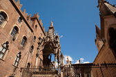 Verona, Italy, Scaliger Tombs, gothic architecture on the background of blue sky — Stock Photo