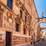 Verona, northern Italy, Ancient Street, the perspective of university walls, arch, Piazza della Signoria, gothic architecture — Stock Photo #46693047