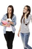 两个学生一个挂在电话上 — 图库照片