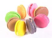 ассорти красочные миндальное печенье, изолированные на белом фоне — Стоковое фото