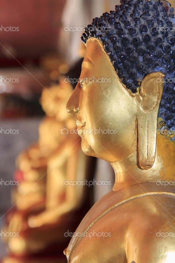 Golden buddha statue at Doi Suthep temple in Chaingmai, Thailand — Stock Photo #18311753