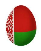 Beyaz arka plan üzerinde izole renkli beyaz rusya bayrağı paskalya yortusu yumurta — Stok fotoğraf