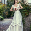Stockfoto: Womin beautiful long white dress