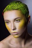 绿头发的创意化妆 — 图库照片