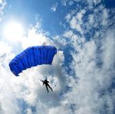 在天空中跳伞 — 图库照片