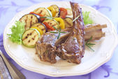 Fried lamb with vegetable garnish — Stock Photo